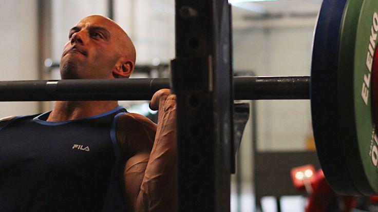 military press svaly rast svalov ramena