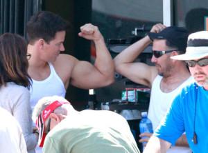 markwahlberg-trening-biceps-svaly