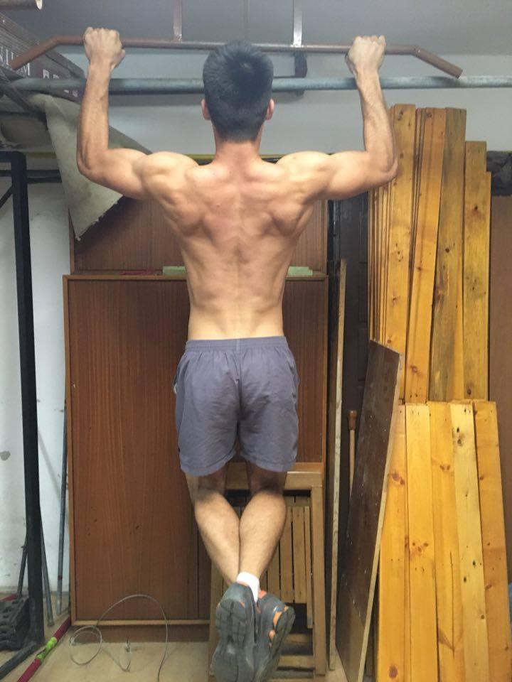Ako cvičiť zhyby na hrazde pre maximálne zlepšenie