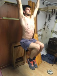 zdvihanie-s-pokrcenymi-nohami