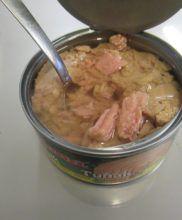 Giana tuniak v konzerve